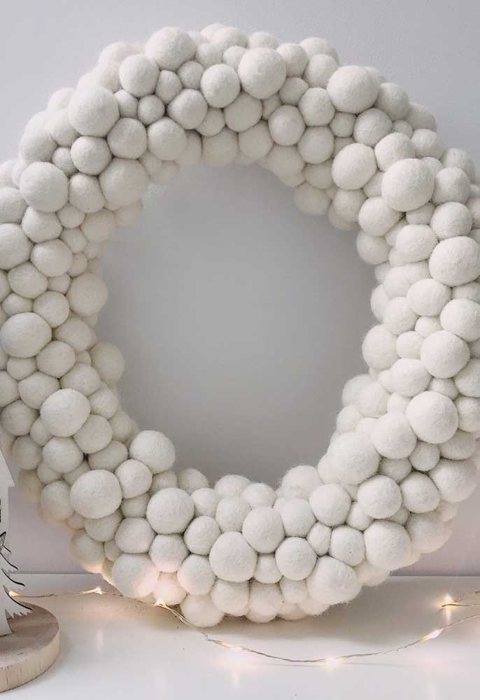 05. Look at this beautiful wreath prepared with white Christmas baubles.