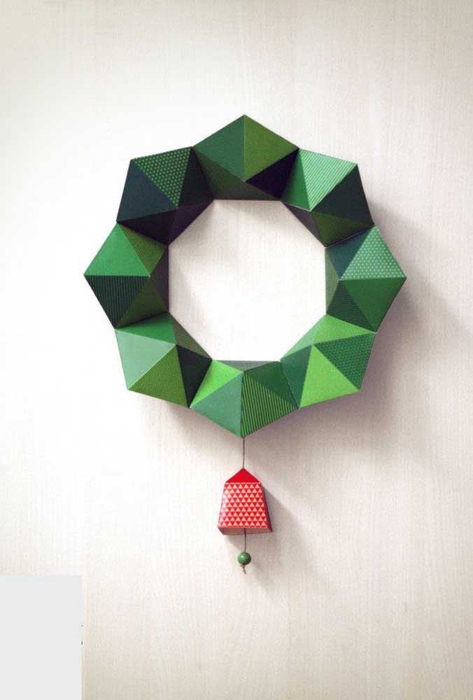 05. Modern Christmas wreath made of paper; highlight for the 3D effect of the piece.