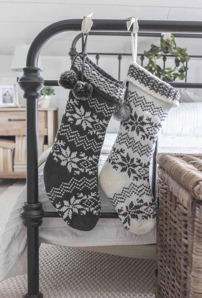 05. Simple and cheap Christmas decoration: the sock is a traditional item at Christmas and you can make your own