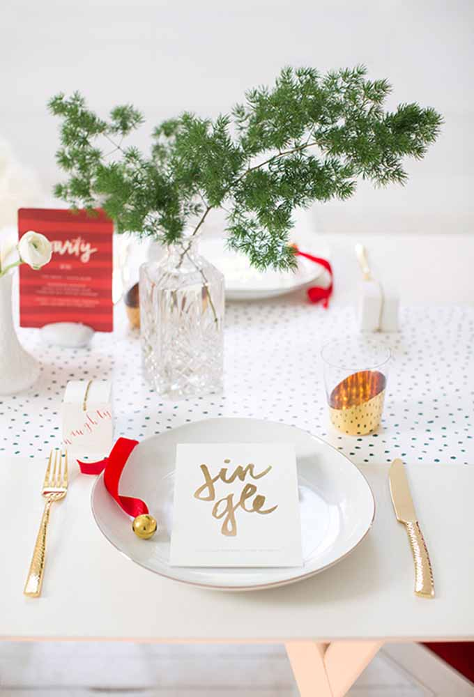 06. For those who are going to spend Christmas alone, a simple and light decoration