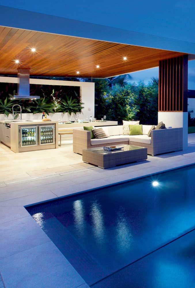 06. Leisure area with barbecue and swimming pool: modern and luxurious space.