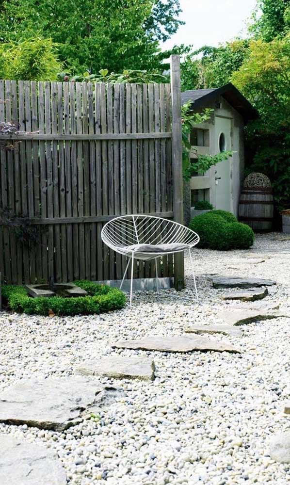 10. Stones in different shapes in this garden, each with its function.