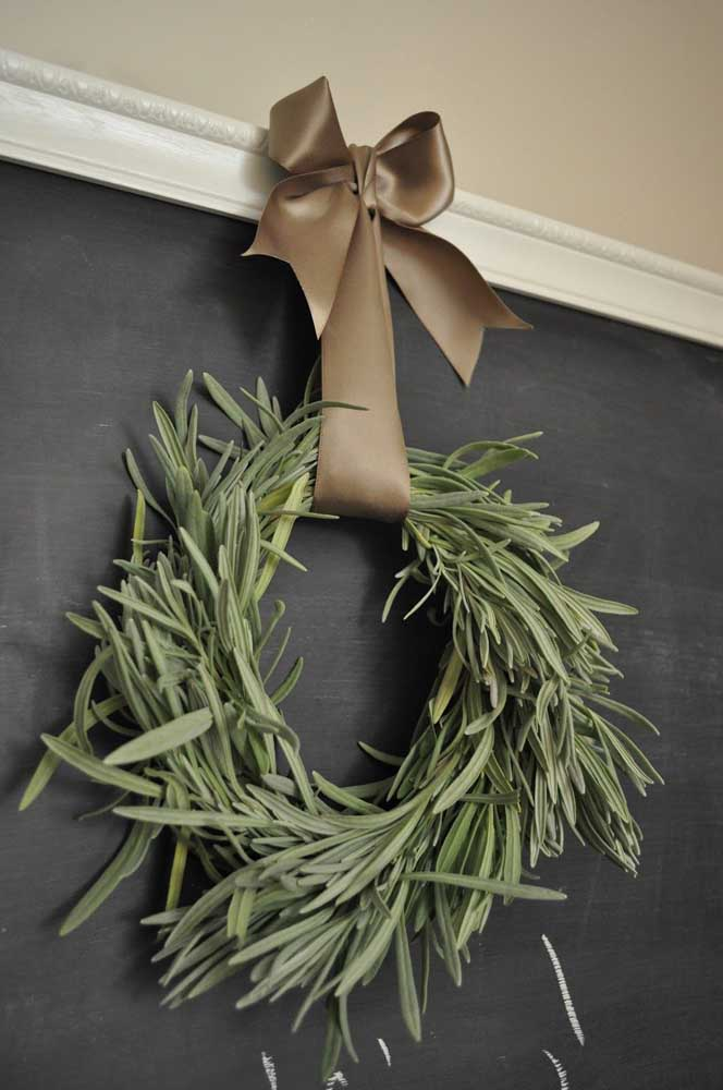 11. It's not enough to be pretty, it has to smell too! The proposal here was to create a Christmas wreath with lavender sprigs.