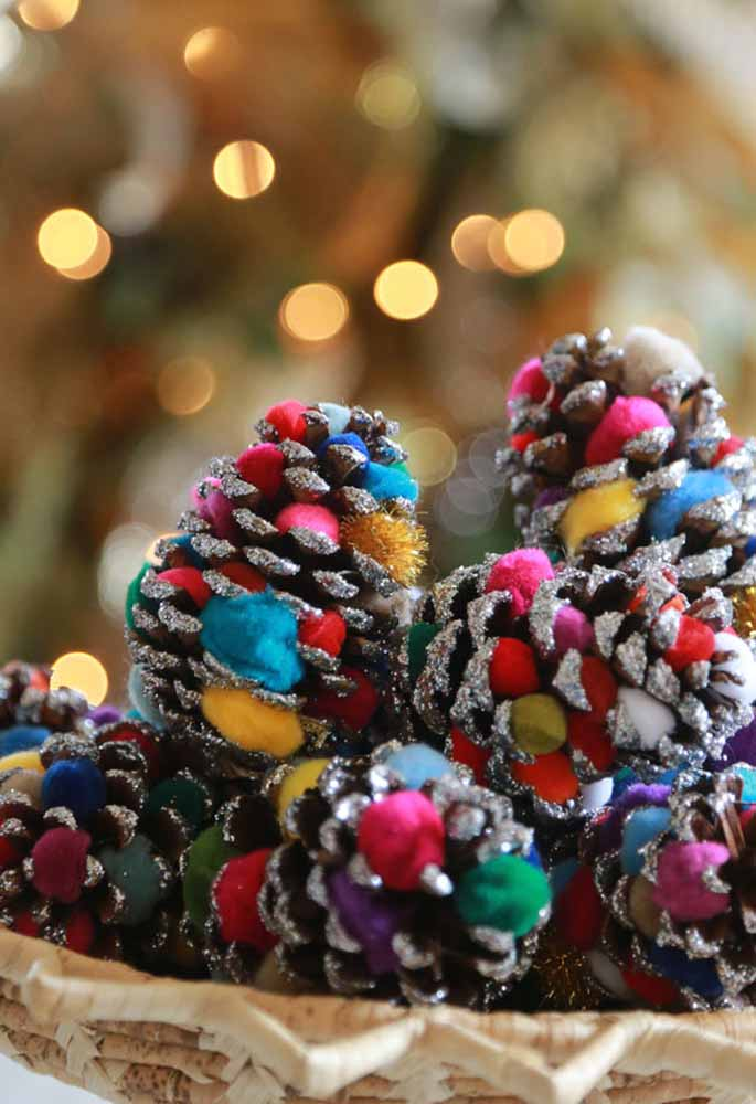 11. Make the Christmas tree ornaments yourself. In addition to being economical, it can be a therapy