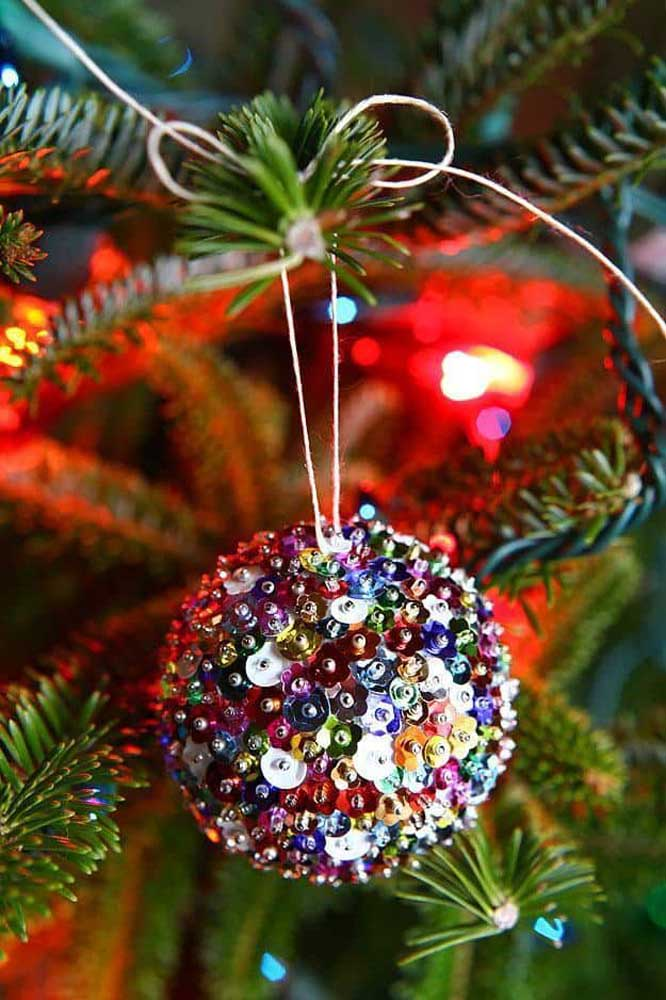 11. No idea how to make Christmas balls Get inspired by this model.