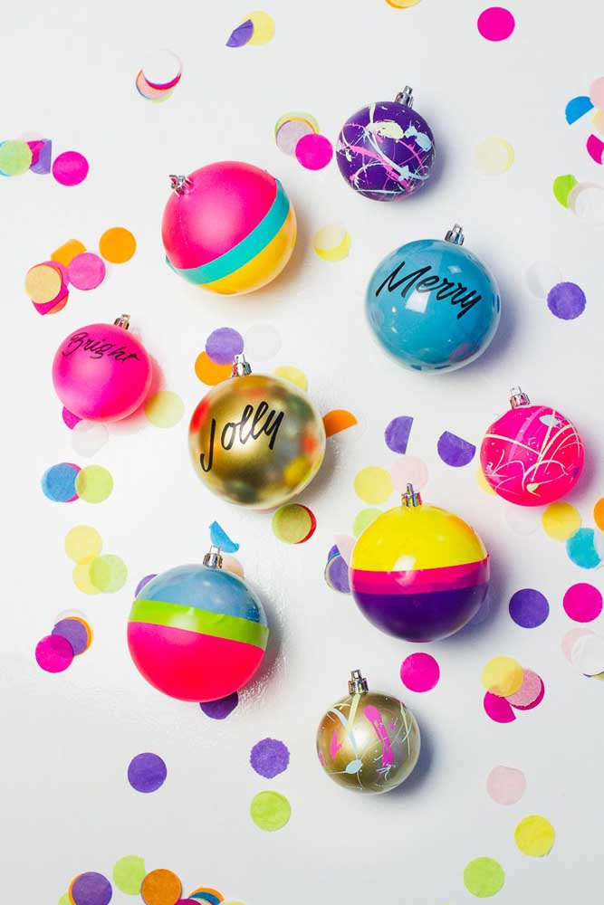 12. It is possible to make personalized Christmas baubles according to the theme of the party.