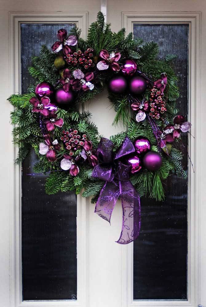 12. Purple tones predominate in this Christmas wreath.