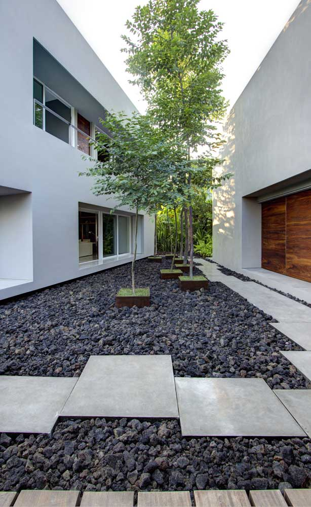 12. What an incredible look that the stones form in this garden and, the best thing is that they practically do not require maintenance, unlike a lawn, for example.
