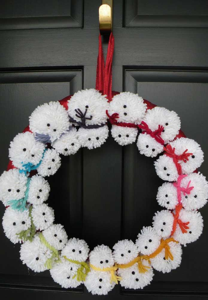 14. A cute Christmas wreath! Note that the snowmen were made from wool.