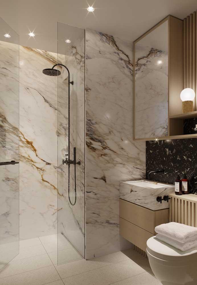 15. Bathroom calaccata gold.