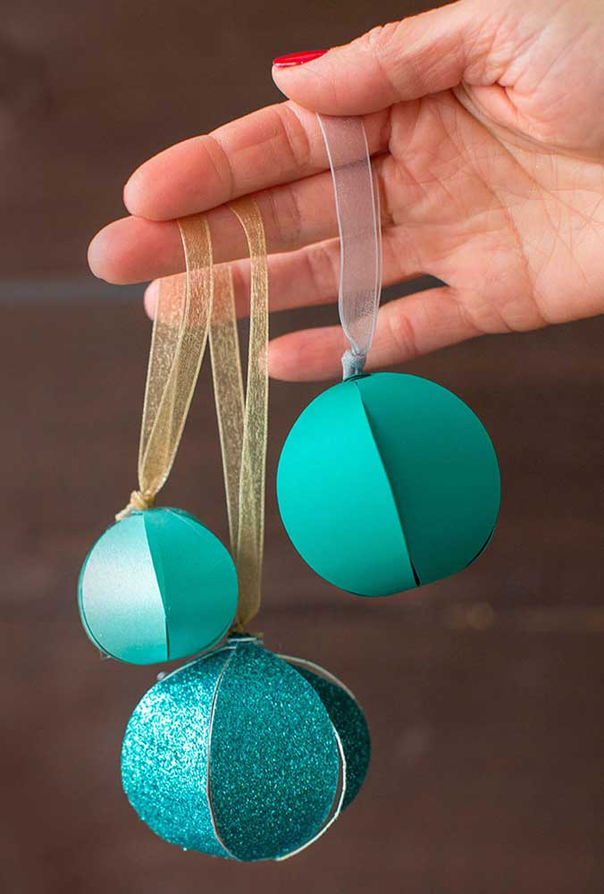 15. But if you prefer a cheaper option, you can make paper Christmas baubles.