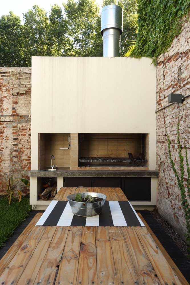 16. Leisure area with rustic open air barbecue. Super inviting!