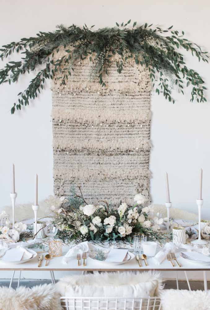16. Look how cozy this table is decorated in white