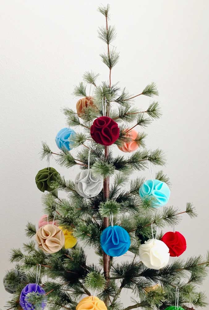 20. Learn how to make Christmas balls out of fabric.