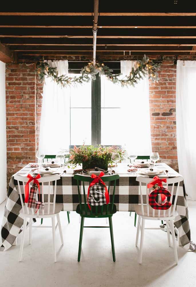 20. Make custom letters to identify each guest at the table