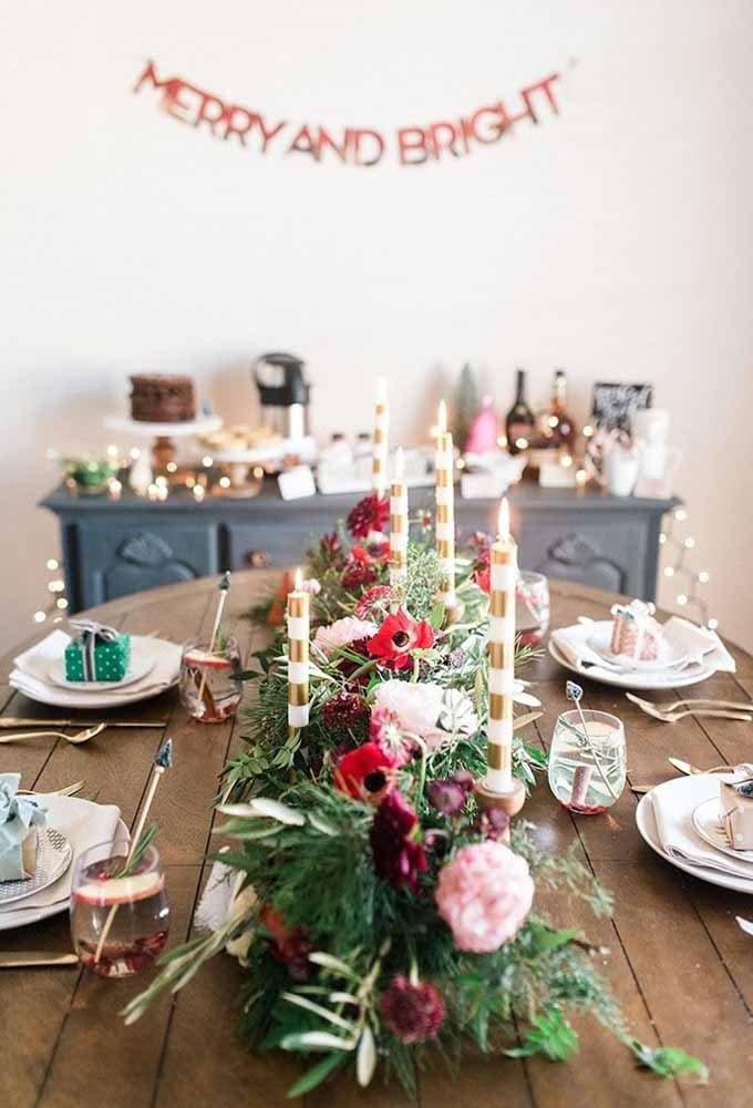 23. Make a simple and inexpensive decoration for your Christmas table