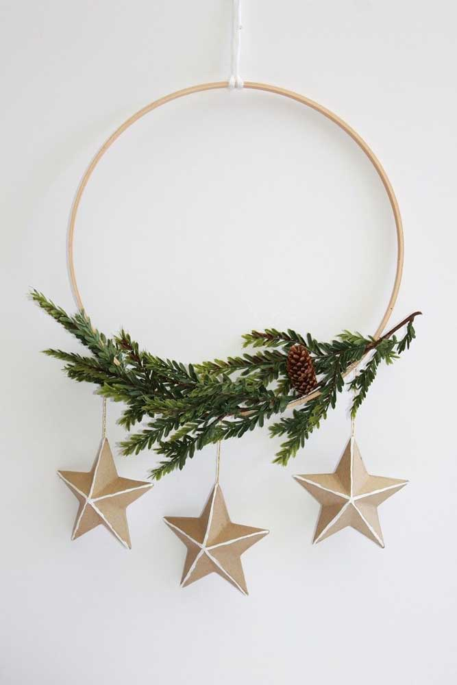 25. Simple Christmas wreath decorated with natural branch and paper stars.