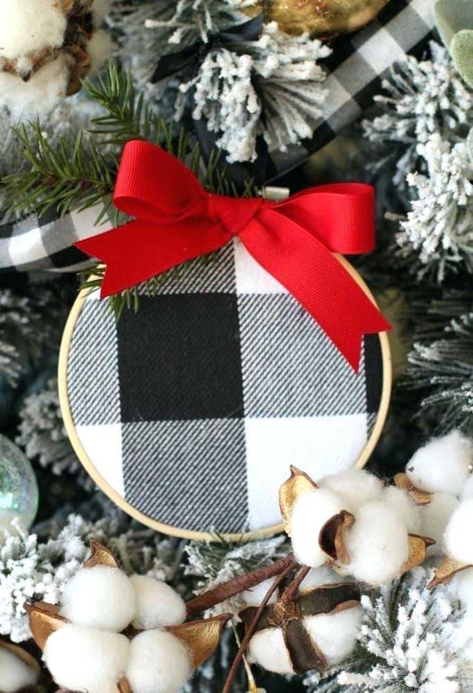 26. Choose Christmas baubles that match your home decor.