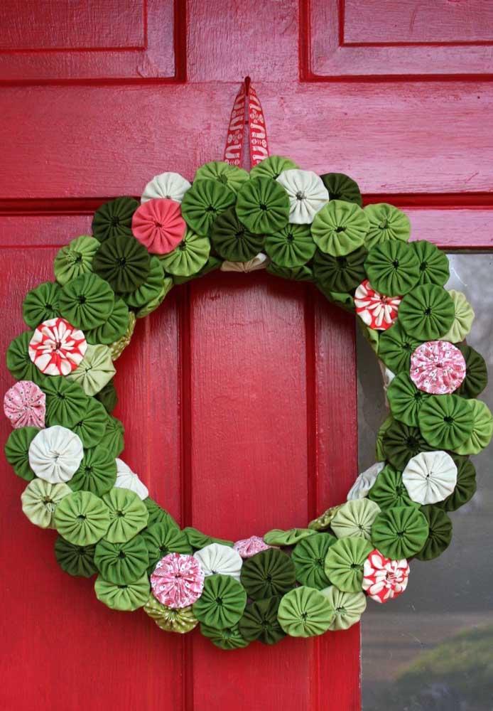 30. Beautiful Christmas wreath inspiration made with gossip.