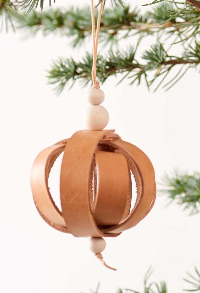 31. Bet on Christmas balls with a different design to place on the tree.