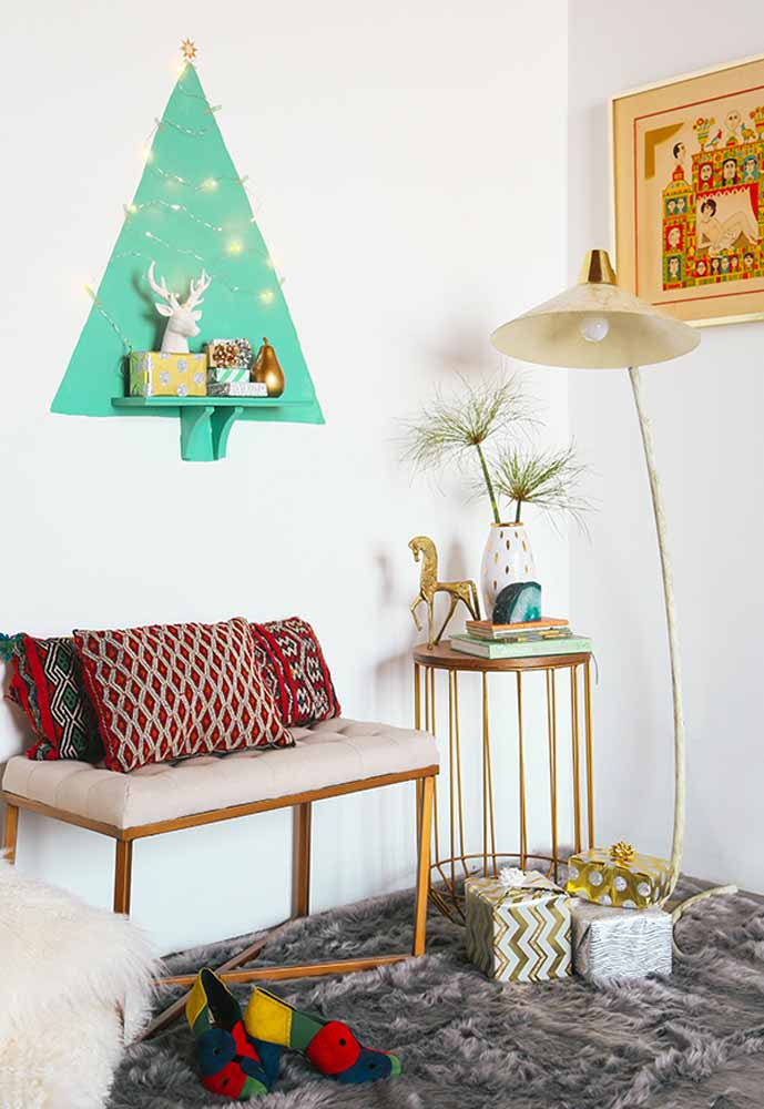 31. Put the tree on the wall. It ends up being more practical, cheaper and simpler to assemble.