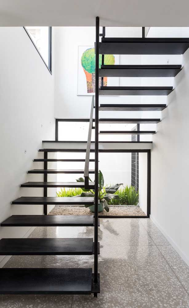 33. In indoor environments, where it is almost impossible to grow grass, decorative stones are a great solution.