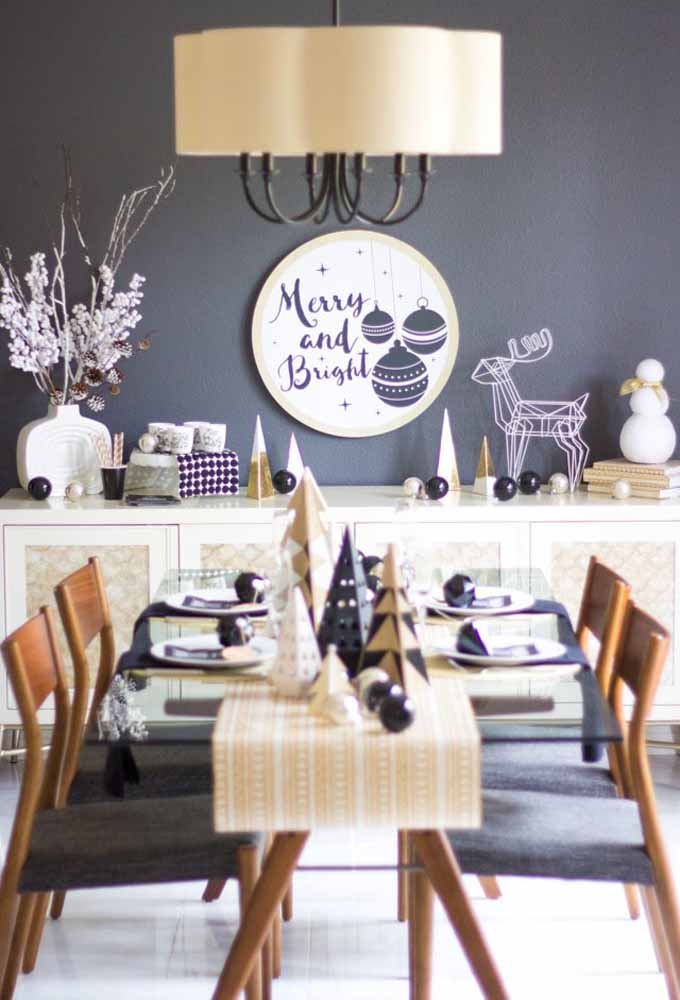 33. Match the furniture colors with the table decorations