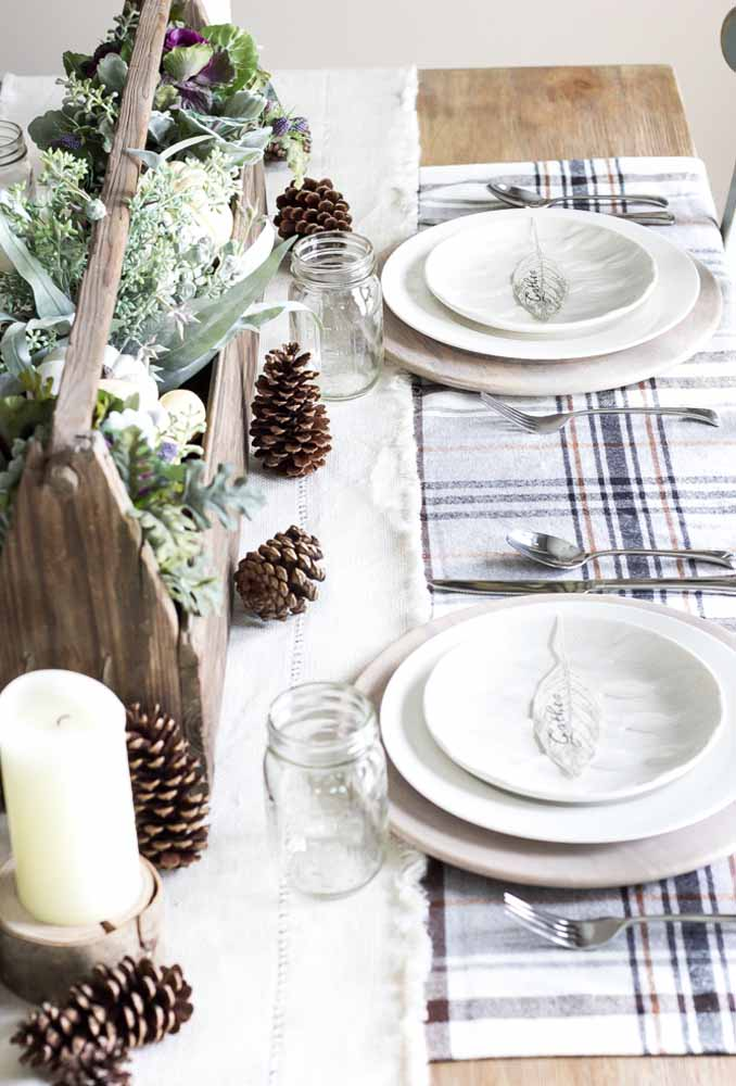 33. Want simpler decoration than scattering pine cones, candles and glass bowls