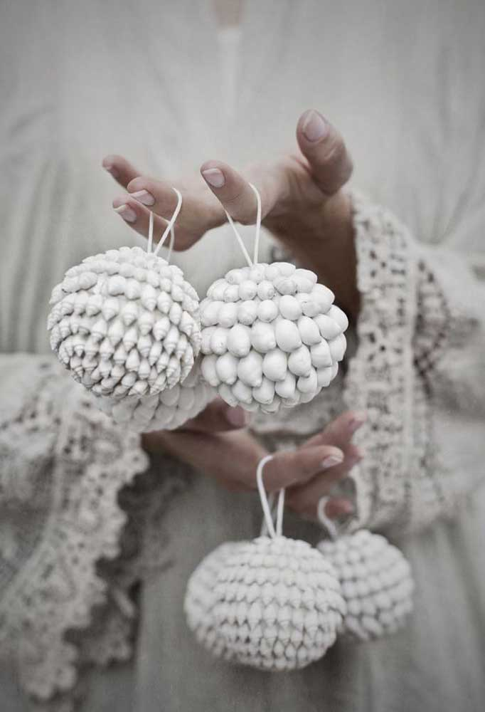 35. See what different and stylish Christmas ball to decorate your home.