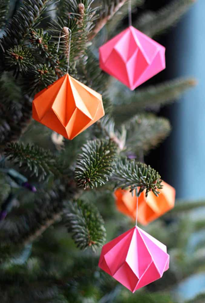 38. Paper ornaments to make your Christmas tree even more beautiful