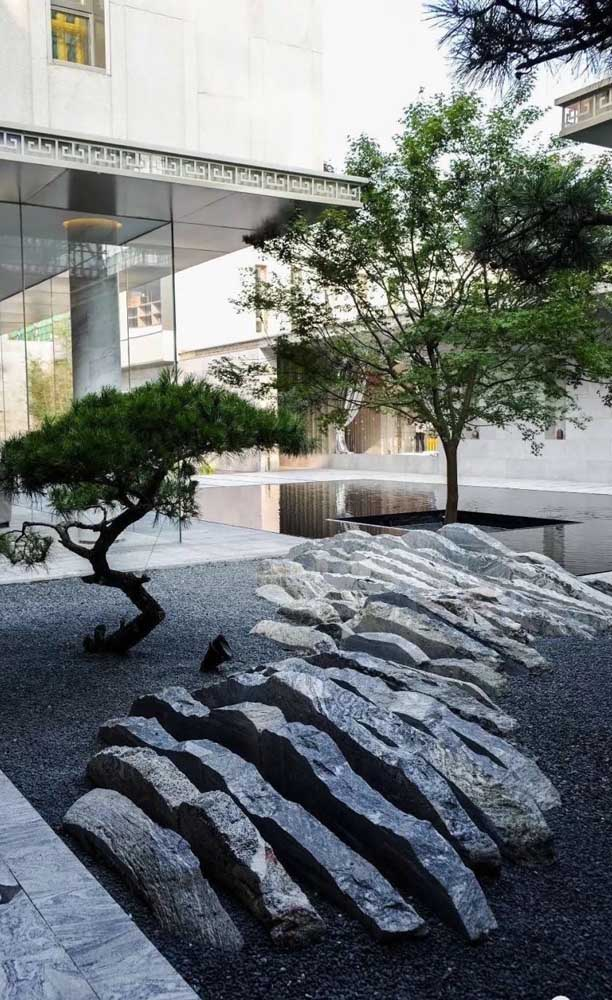39. What a beautiful garden of rough stones! Note that the stones form an outdoor sculpture