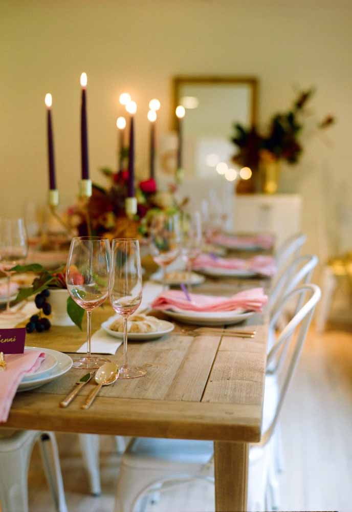 42. The wooden table gives the special touch to this Christmas dinner