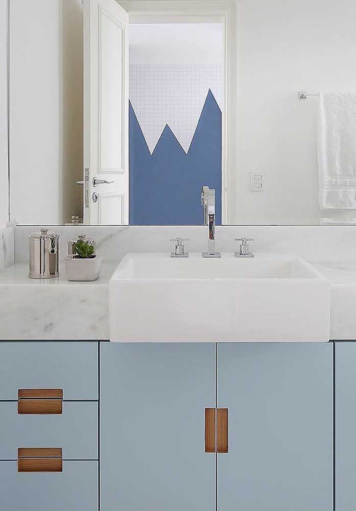 43. Pigue marble combined with blue furniture.