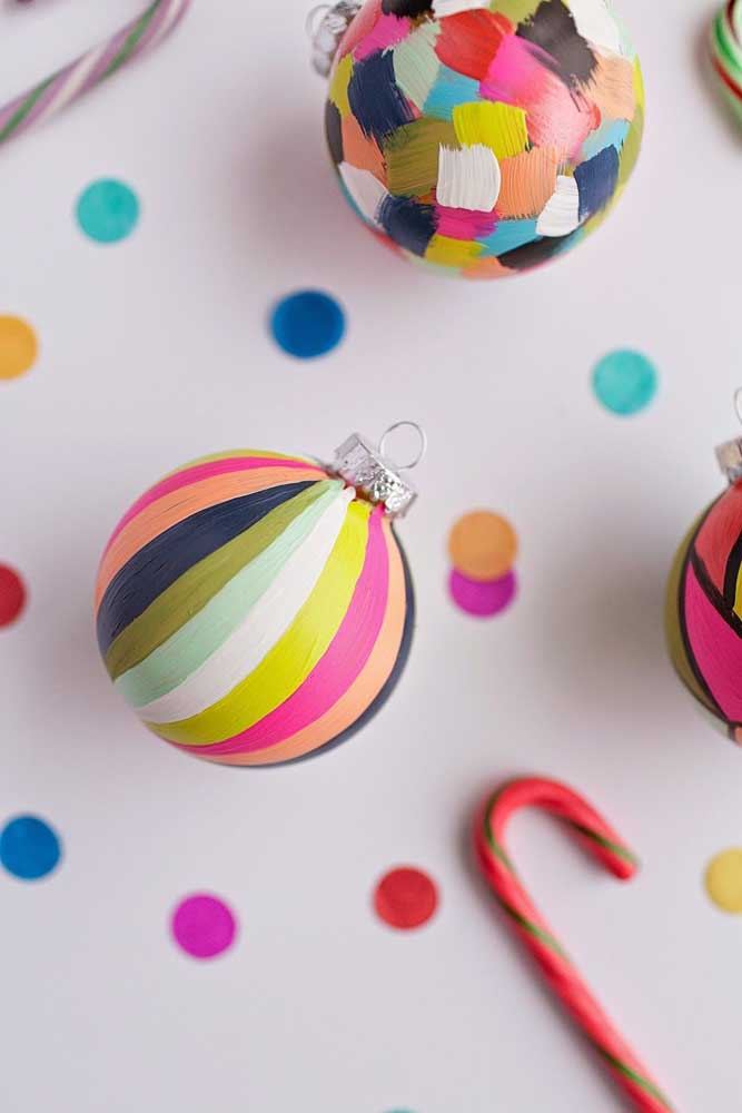 45. If you know how to paint, you can use the technique when making Christmas balls.