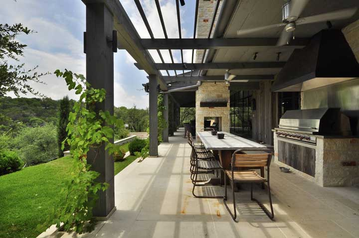 48. Joining nature in the design of the leisure area with a barbecue is the best idea in the world!