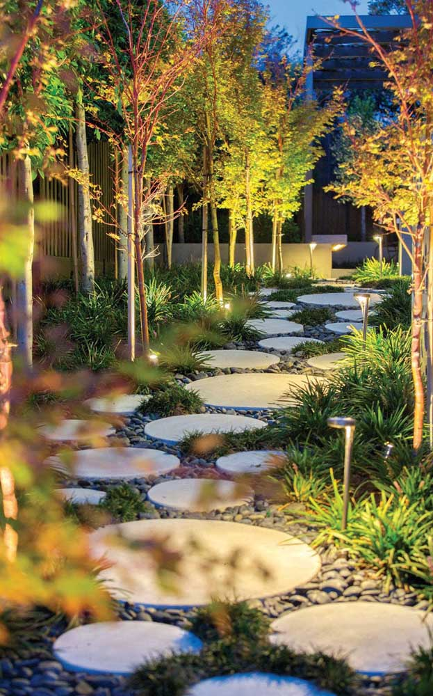 48. Round stones were placed on the pebbles; the garden look was even more complete with the lighting.