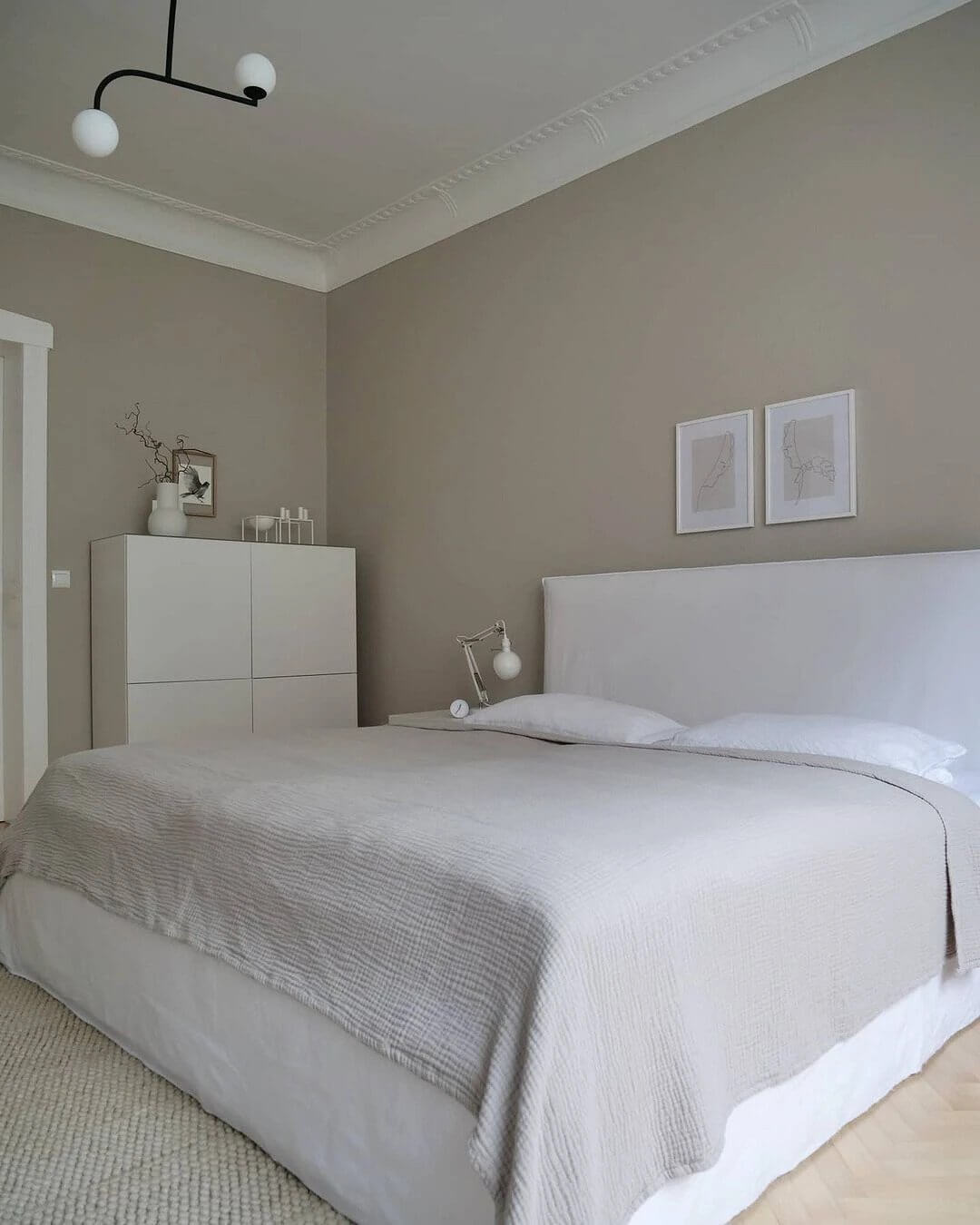 12. Almost sterile interior with white textiles and furniture