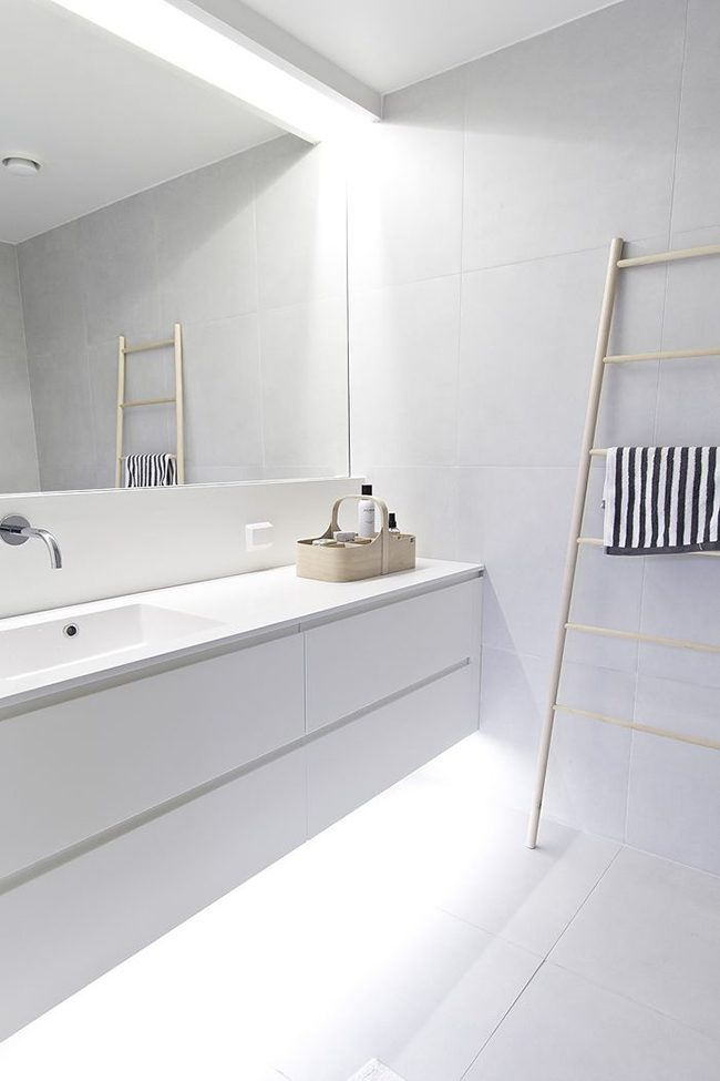 An immaculate minimalist and timeless bathroom