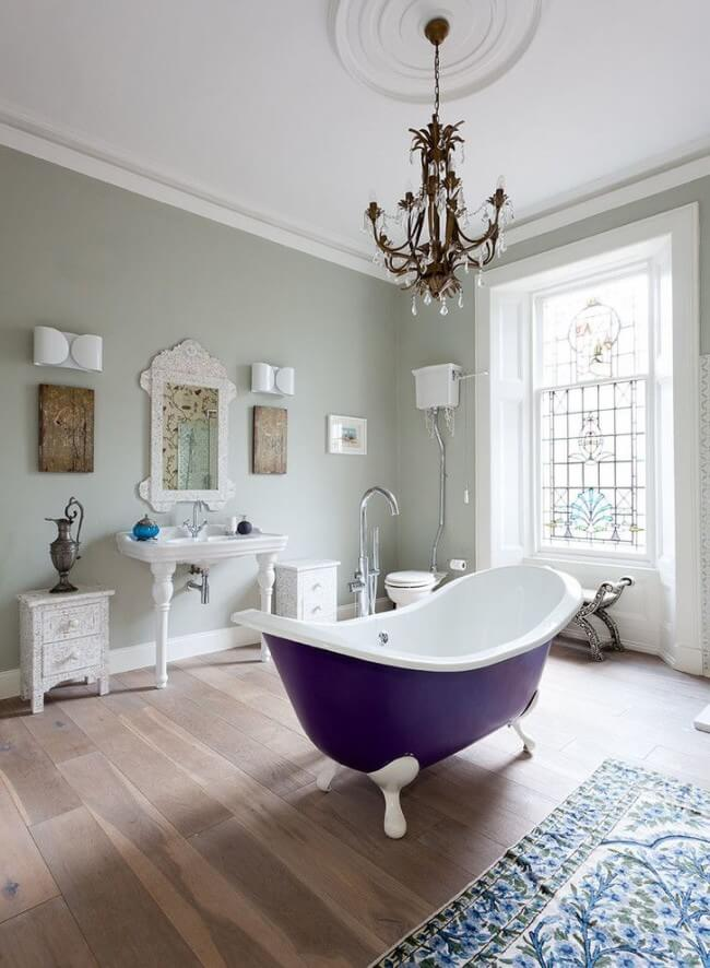 Bathtub with external enamel purple