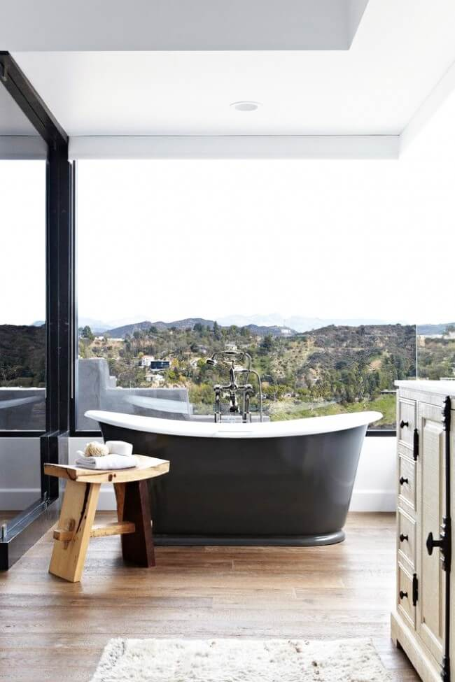Cast iron bathtub is a classic that will never go out of style