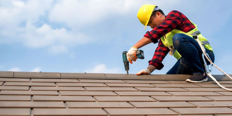 Expert Guide To Choosing The Right Roofing Contractor For Your Next Project